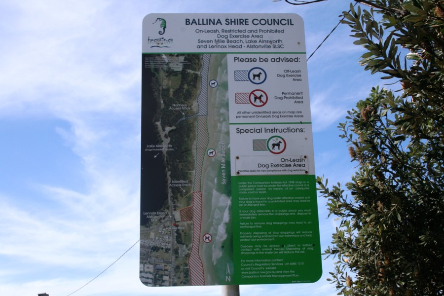 Signage displaying on and off leash dog zones